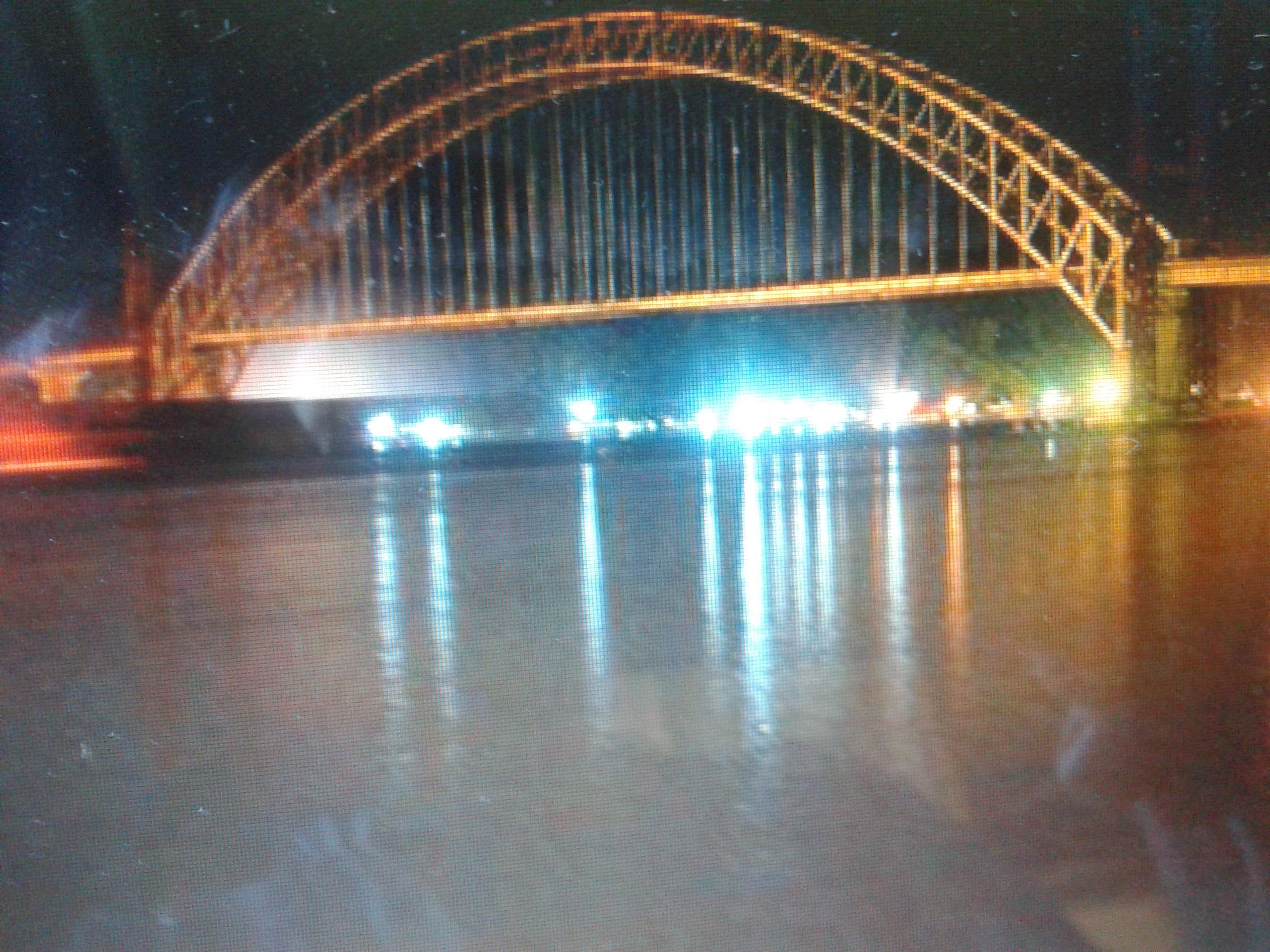 Puente sobre el río Mahakam